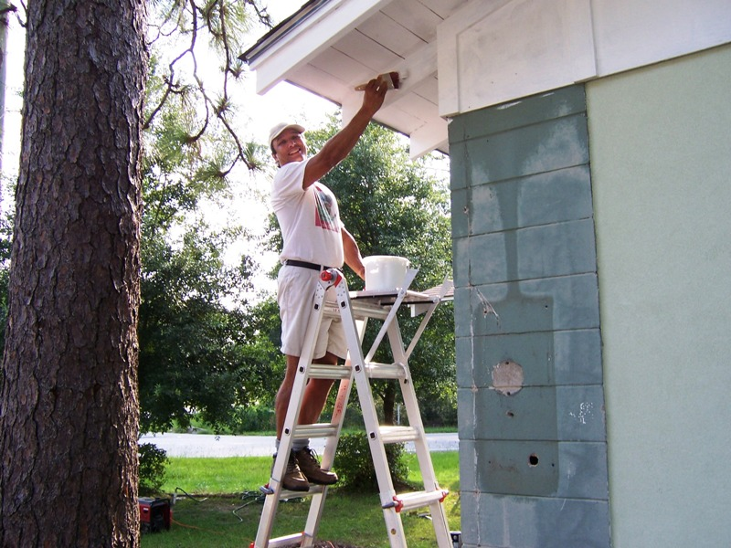 06-23-2007 – Volunteer Town Hall Painting – Town of Magnolia